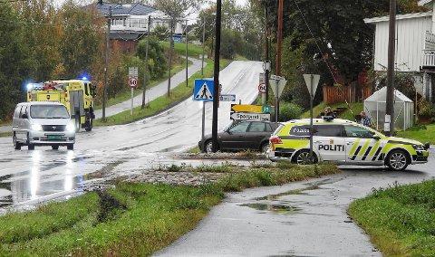 Politiet er på stedet etter ulykka.