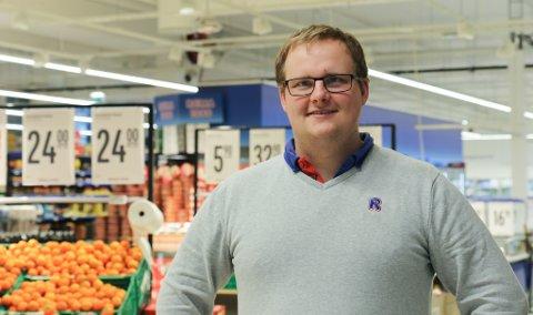 KJØPMANN: Andreas Hjelle gjer det godt som kjøpmann på Rema 1000 på Øyrane.