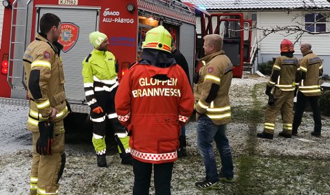 RYKTE UT: Brannmannskap frå Sandane og Breim rykte ut då ein einebustad begynte å brenne 1. juledag.