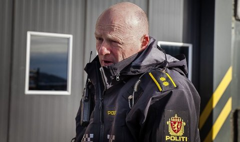 ETTERFORSKAR: Espen Gulliksen i politiet, seier han etterforskar knivstikkinga.