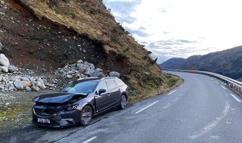 MØTEULYKKE: To barn og tre vaksne var involverte i ulykka, som skjedde ikkje så langt frå Lynghogtunnelen på fylkesveg 609 mellom Stongfjorden og Askvoll 29. desember.