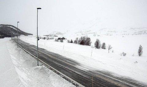 E16 Filefjell: Filefjell ved Smedalen. Retning vest. Klokka 07.27. Tysdag 14. april.