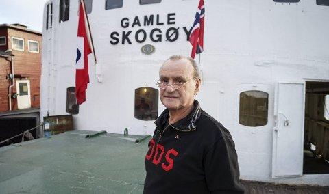Gamle Skogøy har fått tildelt penger fra UNI. Nå får gamle Skogøy endelig tilbake sitt opprinnelige navn og nytt skipsdekk. Det er leder i Skogøys venner, Håvar Gabrielsen svært fornøyd med.