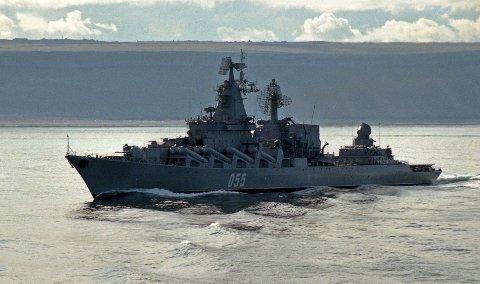 Det russiske krigsskipet «Marshal Ustinov» var mandag på tur inn Varangerfjorden. Her er det fotografert på tur til  Bartenshavet i 2004.
