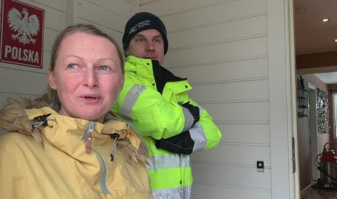Telefonen sto knapt stille etter at hjemmet til Joanna og Martin Szalek ble rammet av oversvømmelse onsdag. Nå har de ordnet seg ny plass å bo så lenge.