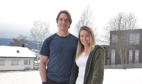 Ben Holmstrom og Morgan Moss stortrives på Lillehammer, men førstnevnte innrømmer at at begynner å bli frustrert over de stadige utsettelsene av hockeysesongen.