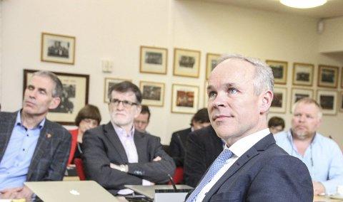 – BESTEMMES LOKALT: Statsråd Jan Tore Sanner sier at det det er kommunene selv som avgjør hvordan folket skal høres.