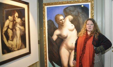 STORE FORMATER: Trine Folmoe trives med å lage sine bilder i store formater. Pastellen «Vingen» måler 17, x 1,4 meter og vil bli vist fram på Rød lørdag. Der vil hun også vise fram maleriene av damene i Børkes bakeri og bildekunstner Lise Amundsen. – Jeg er så glad alle vil komme til åpningen, sier Folmoe.                                                                                                     foto Øivind Kvitnes