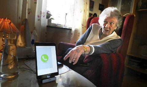 1 Fornøyd: Anne-Grethe Golden er fornøyd med utstyret og ikke minst at hun kan bo hjemme.