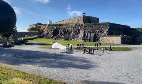 Fredriksten Artillerie Compagnie inviterte representanter fra Norsk Artillerilaug til sikkerhetskurs på Fredriksten festning. Da smalt det.