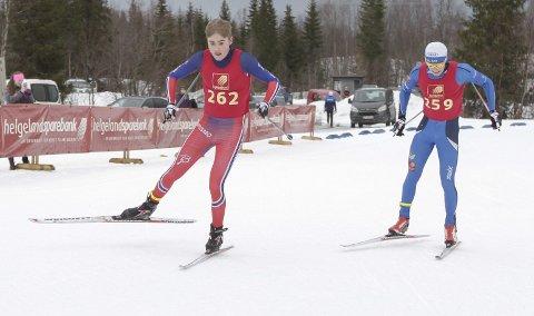 Ole Jakob Forsmo foran Aleksander Slydahl under KM på ski på Sjåmoen i fjor. Da var Ole Jakob Forsmo best.