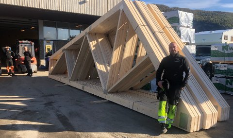 Nyetablering: Salten Takstol AS er for alvor i gang med produksjonen av takstoler, som er en understøttelse for sperrene i en takkonstruksjon: - Det er selve grunnmuren til taket, sier Richard Osbakk.