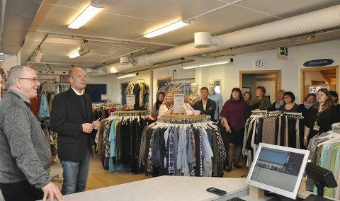 6e29f888 Salg og omsetning av brukte klær øker. JUBILEUM: Direktør Steinar Karlstrøm  (nummer to fra venstre) ønsket onsdag velkommen til markering