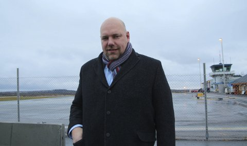 MER RULLEBANE: Ordfører Hans-Jacob Bønå vil utvide rullebanen ved Vadsø lufthavn for å kunne ta ned mindre jetfly.FOTO: HENRIETTE BAUMANN