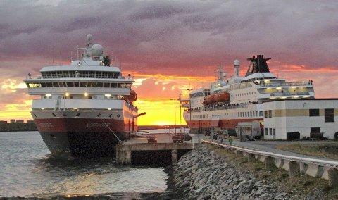 BYTTER TID: Nordgående og sørgående hurtigrute fra Berlevåg bytter avgangstid fra og med nyttår. Ellers går alt som vanlig i Finnmark. Flere endringer gjøres lenger sør. Foto: Svein Harald Robertsen