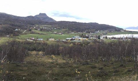 SKAL SIKRE SKOLEN: I modten av november starter jobben med å lage en fylling på cirka 600 meter rundtTalvik skole fra Melsviktunnelen.  Foto: Martin Westmark