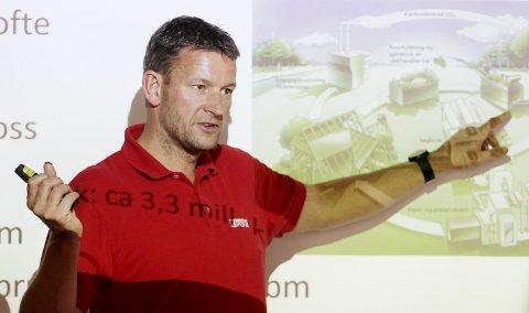 Må ha rundkjøring: Håvard Omholt, fabrikksjef ved Bergene Holm, avdeling Haslested i Hof, sier at bedriften skal presse på for fortgang i saken. Foto: Pål Nordby