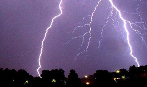 UVÆR MELDT: Det varsles en ny runde med lyn og torden til søndag.