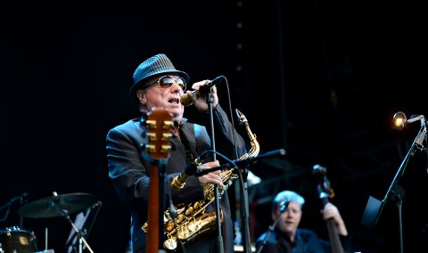 "Van Morrison er snart 70 og ""still going strong""."