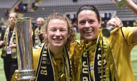 VM-KLAR: Synne Skinnes Hansen (t.v.) jubler her sammen med Isabell Bachor etter NM-triumfen i fjor. Nå er hun VM-klar.