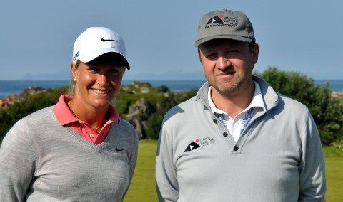 Kommer: Suzann «Tutta» Pettersen er Lofoten Golf Links sin nye ambassadør. Her sammen med daglig leder ved golfklubben, Frode Hov. Arkivfoto: Kristian Rothli