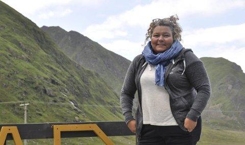Positiv: Etter møtet med kommunen er Marion Frantzen, som driver Unstad Camping sammen med Tommy Olsen, positiv til framtiden. Kommunen har sagt at de skal se på midlertidige løsninger for dusj- og toalettfasiliteter på Unstad. Foto: Synne Mauseth