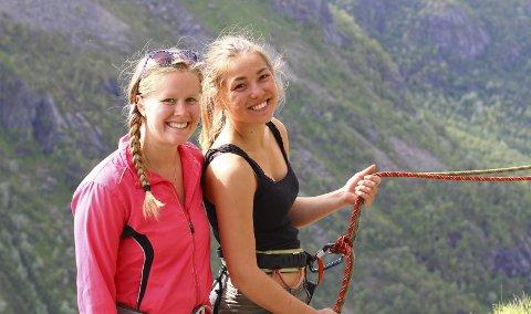 Turglade jenter: Kaja Irene Mathisen (25) og Emilie Midttveit Bollingberg (25) har etablert foretaket «Æventyr da». Med dette skal de arrangere opplevelsesaktiviteter som for eksempel padleturer, klatreturer, fjellturer og skiturer. Foto: Vera Thaler