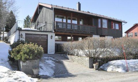 Alterosen i Kabelvåg: Denne boligen gikk for 1.175.000 kroner over takst. Ifølge eiendomsmegleren var beliggenheten og nærheten til marka en viktig faktor for interessentene som kastet seg inn i budrunden. Foto: Synne Mauseth