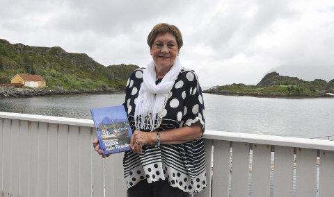 Sin første bok: På mandag ga Ragnhild Sofie Hagen ut sin første bok «Barndom under Vågakallen». Boka er redigert av Hege Lamark, dosent i journalistikk. Foto: Synne Mauseth