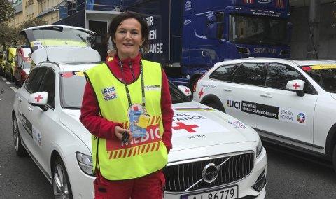 Frivillig: Rakel Enoksen bor i Svolvær. Denne uka er hun i Bergen under Sykkel-VM som frivillig, og jobber som helsepersonell i ambulansen. Begge foto: Privat