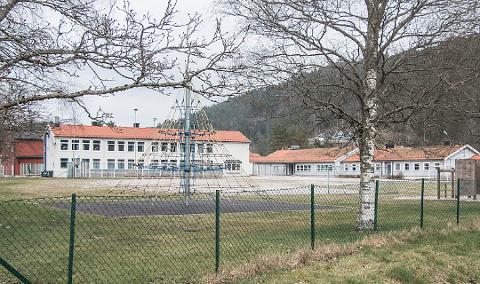 ÅPNER NESTE MANDAG: Konsmo skole er en av skolene i Lyngdal kommune som åpner for de yngste elevene på mandag.