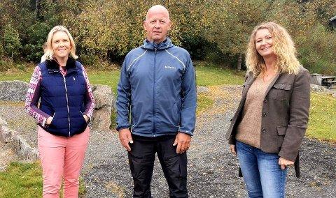 BEFARING: Sylvi Listhaug (til venstre) ble vist rundt av Jan Egil Telhaug og Unni Nilsen Husøy under befaringen av vindkraftprosjektet på Kvinesheia.