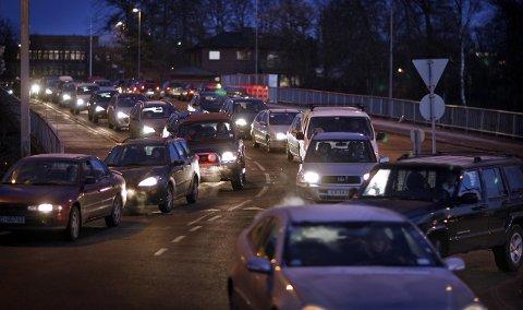 Svevestøv: Stor trafikk skaper primært svevestøvutfordringer, og det er det som måles på Rådhusbroen. – Når igangsettes NO2- målinger i sentrum, undrer artikkelforfatteren i denne kronikken.