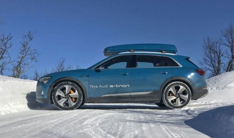 e-tron kom som den tredje, elektriske SUV-en i det norske markedet. Senere har den fått følge av Mercedes EQC.