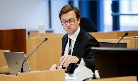 SKADET SEG: Advokat Andreas Hjetland hos Regjeringsadvokaten kan ikke møte i Moss tingrett i neste uke for å forsvare Kommunal- og moderniseringsdepartementet.