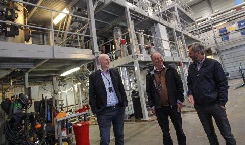 GOD STEMNING: Lederne på Wärtsilä i Moss har tro på at det nå skapes et nytt milliardeventyr for bedriftens karbonfangstteknologi for skip. Fra venstre Sigurd Some Jenssen, Jan Gannefors og Karl-Einar Jensen.