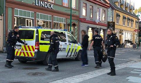 PÅGREPET: Her blir mann pågrepet etter et innbruddsforsøk i Tromsø sentrum, 3. januar i fjor. Foto: Eskil Mehren