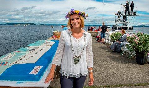 Ordfører Guri Bråthen i Østre Toten overtar andsvaret for borgerlige vielser fra nyttår. Hun har allerede avtalt en vigsel på Skibladnerbrygga på Kapp i august neste år.
