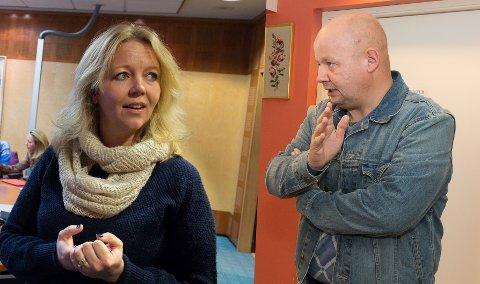HØYRE MEST PENGER: Høyre har mest penger til å drive lokalvalgkamp for i Gjøvik. Her er partiets ordførerkandidat Anne Bjertnæs sammen med Sps Torvild Sveen.