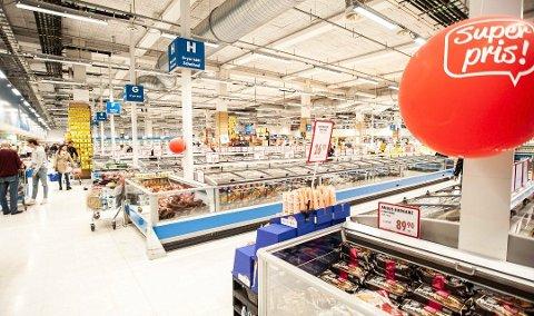 FOLKETOMT: Slik ser det ut i butikkene inne på Nordby shoppingsenhter i Sverige for tiden. Harryhandlende nordmenn er borte.