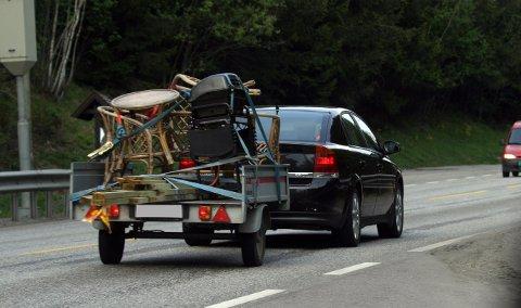 FORT: Mange kjører for fort med tilhenger.