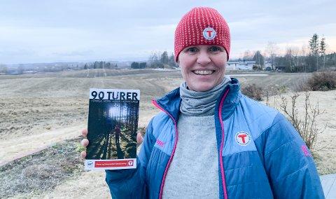 UT PÅ TUR: Margrete Ruud Skjeseth, daglig leder i Hamar og Hedemarken Turistforening, er stolt av jobben som er gjort med å samle 90 turforslag i ei praktisk håndbok.