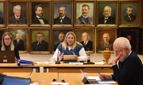 TENKER SENTRUM: Ordfører Marte Larsen Tønseth og varaordfører Christen Engeloug, begge Sp, vil ha et nytt legesenter i Løten plassert så sentralt som mulig.