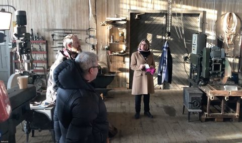PRESSEKONFERANSE: Ordfører Kristin Langtjenernet under pressekonferansen der forprosjektet til et kompetansesenter for kulturmiljø og bygningsvern i Folldal ble lagt frem.