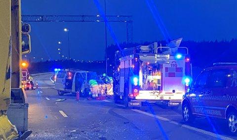 ULYKKE: En mann i 50-åra ble sittende fastklemt etter en ulykke på riksveg 3/25 torsdag kveld.
