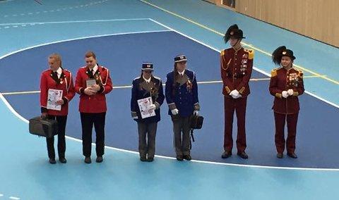 Førstepremien er en kornett. Fra venstre: representanter fra Nøtterøy skolekorps, Hoff jente- og guttekorps og Smågardistene.