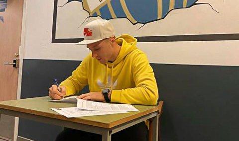 SIGNERT: Wojciech Jurek signerer for ny sesong med Pors.