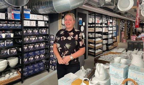 FORNØYD: Butikksjef Helena Teigen er fornøyd med pågangen.