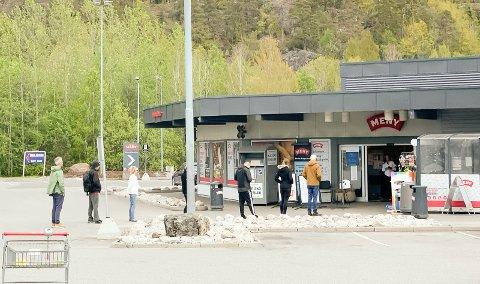 KØ: Slik så det ut utenfor Brustadbua ved Meny Telemarksporten på Kristi himmelfartsdag.