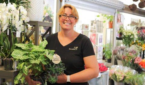 SELGER GODT: Blomster-dekormester Nina L. Lidal (48).